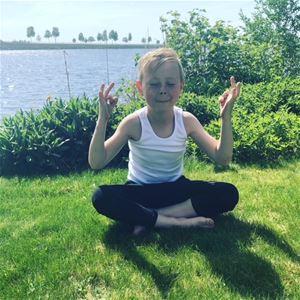 Familjelördag: Yoga