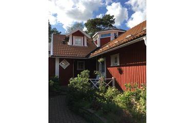 Knivsta  - Stor villa som angränsar till skog med strövområden. - 7206