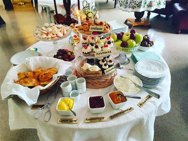 Alexandra Lindström,  © Alexandra Lindström, Afternoon tea på Guldbaggens café i Bjurholm
