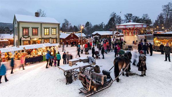 © Järnvägsmuseet, Knallar och försäljning på marknaden i Jamtli
