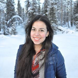 © Sveriges Fängelsemuseum, En ung kvinna i ett snöigt landskap.