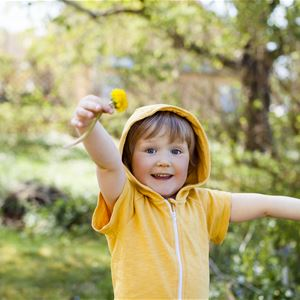 Anne Dillner - Johnér, Barn i gula kläder