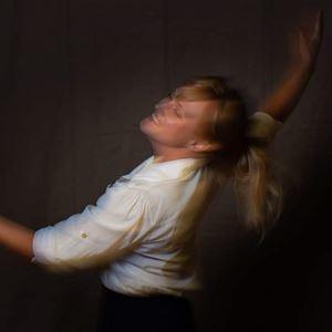 Teater: Mina två halva liv - en sjömanshustrus böner och balansakter på Ålands Sjöfartsmuseum