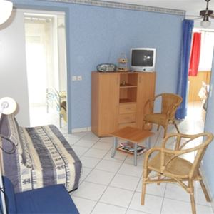 -APPARTEMENT DANS RESIDENCE
