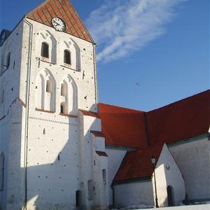 Visning av Heliga Kors kyrka på Julkul