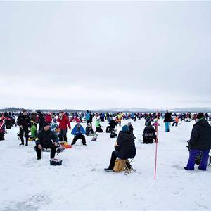 Pimpeltävling på Yttre Jippmokkssjön