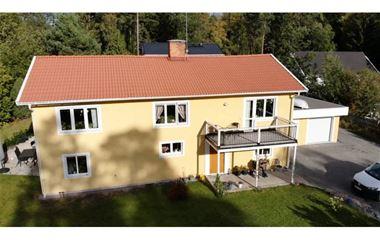 Knivsta - Centralt belägen villa i Knivsta 5 rok  - 7757