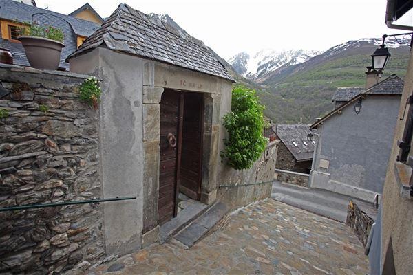 © © BAYLE, HPG104 - Appartement au cœur d'un petit village de montagne