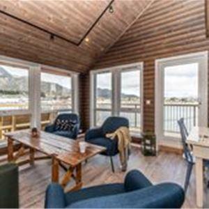 Overnatting rorbuer - Hemmingodden Lodge på Ballstad i Lofoten