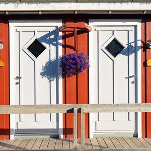 Nyvågar Rorbuhotell,  © Nyvågar Rorbuhotell, Inngangspartiet til rorbuer