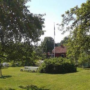 Loppis i Pataholm, Hullgrensgårdens trädgård