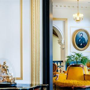 © HOTEL GALLIA & LONDRES, HPH126 - Bike Hôtel-Spa stylé « Grand Siècle » dans un parc vue sur le Sanctuaire à Lourdes