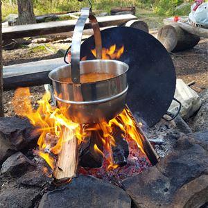 Gourmetvandring med matlagning över öppen eld