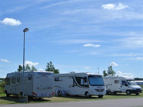 Stellplätze für Wohnmobile im Hafen von Skälderviken