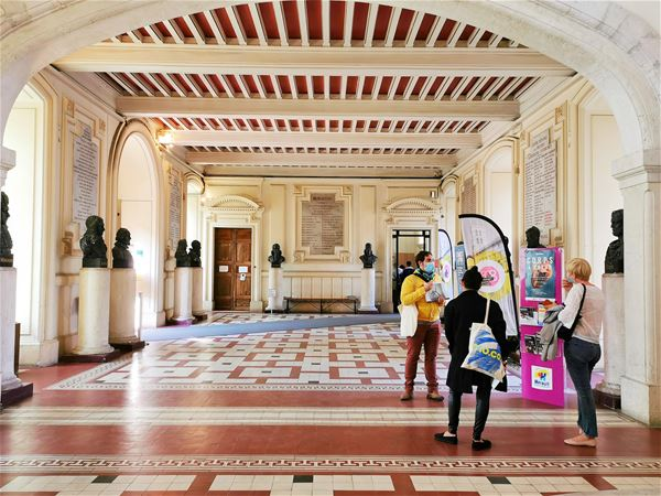 "French guided tour ""Visite Mo.Co. Panacée - Expo POssedé.es"""