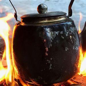 Lotta Backlund, Kaffepanna över öppen eld.