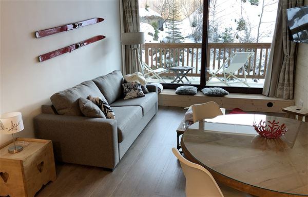 2 pièces 4/5 personnes skis aux pieds / GRANDES BOSSES 107 (Montagne de Charme) / Séjour Sérénité