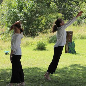 Dansföreställning i Trädgården