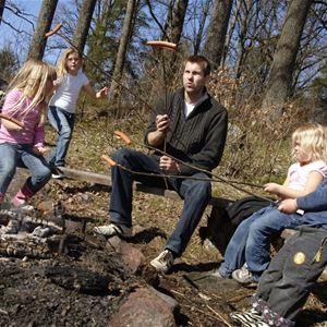 © Symbolbilder, Njut av livet utomhus: Grillplats i naturreservatet Luberydsmossen