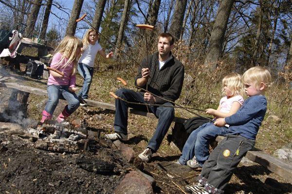 © Symbolbilder, Njut av livet utomhus: Grillplats i naturreservatet Granhultsberget