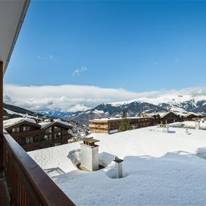 4 rooms 4 adults and 4 children ski-in ski-out / LA RESIDENCE 1650 4B (Mountain of Charm) / Tranquility Booking