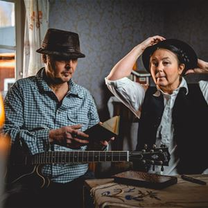 © Johan Bodin / Wizworks Studios, Ett par vid ett köksbord.