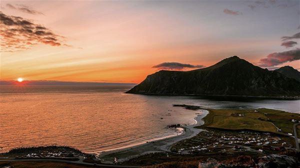 Camping by the midnight sun - Lofoten Beach Camp
