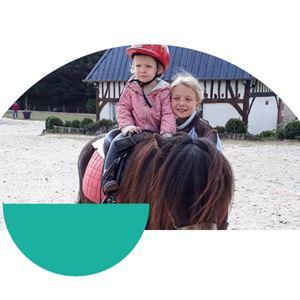 Promenade à poney pour enfants