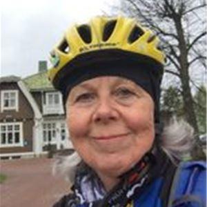 Cyklist med hjälm.