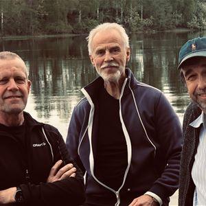 © Thomas Schönberg, Tre män i naturen.