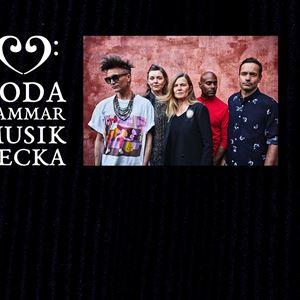 Gruppen New Tide Orquesta bestående av fem personer med Boda Kammarmusikveckas logga.
