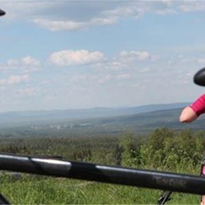 Visit Orsa Andrew, Cyklist tar paus.