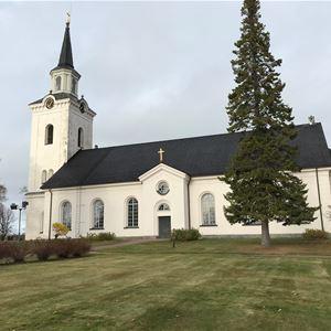 Siljansnäs kyrka från sidan.
