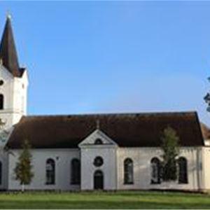 Ore kyrka i sommartid.