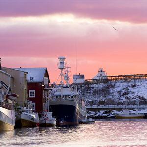 Espen Mortensen,  © www.nordnorge.com, Førjulseventyret i Henningsvær
