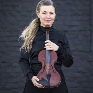 © Nettan Kock, Livet Nord håller i sin fiol.