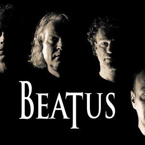 © -, Bild på de fyra medlemmarna i gruppen samt texten Beatus.