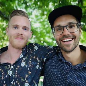 © Privat, Andreas Pettersson och Pierre Mörck, Två glada män med armarna om varandra.