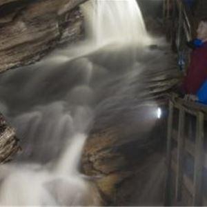CH,  © CH, Guided cave tour in Grønligrotta