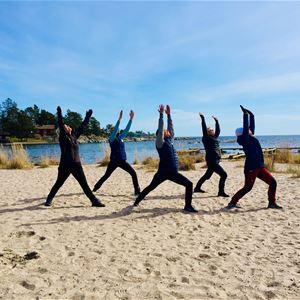 Yogavandring med hembakat på Folk och Fä