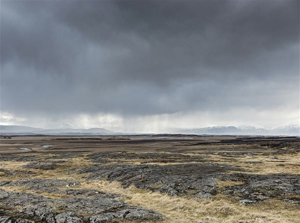 Foto: Magnus Nilsson,  © Copy: Jamtli, Ett kargt landskap med regntunga moln i luften