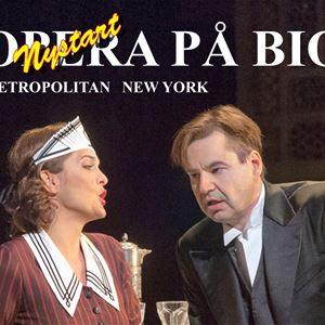 Affisch, Opera på bio Metropoilitan New york, en man i kostym och vit skjorta och en kvinna i brun kort klänning med vit krage.