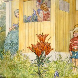 © Carl Larsson-gården, Utspökningen, en målning av Carl Larsson, en pojke i randig tröja och hatt står mot en gul trävägg, två kvinnor i färgglada klänningar kikar på pojken, blommor i förgrunden.