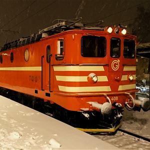 Ett rött tåg står vid en perrong.