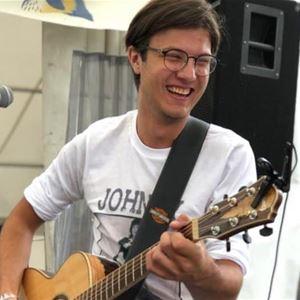 © Copy: Republiken Bar&Kök, Kille som spelar gitarr