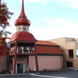© Copy: Jamtli, Hus med torn på taket över ingången