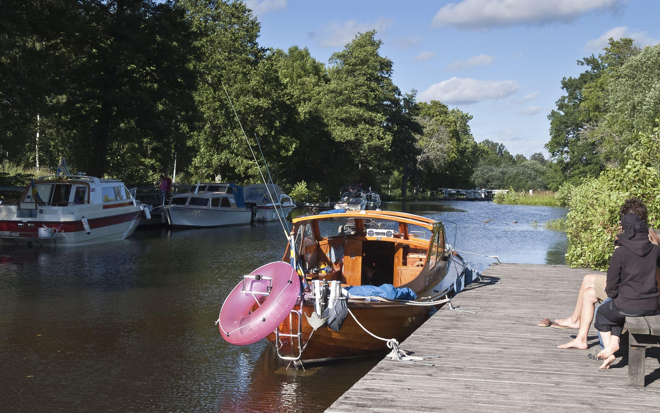 Cykla längs Strömsholms kanal