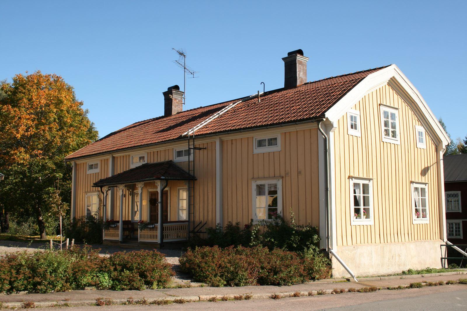 Foto: Pia R Wallner, Bengtsgården med mulltimmerhytta och smedja