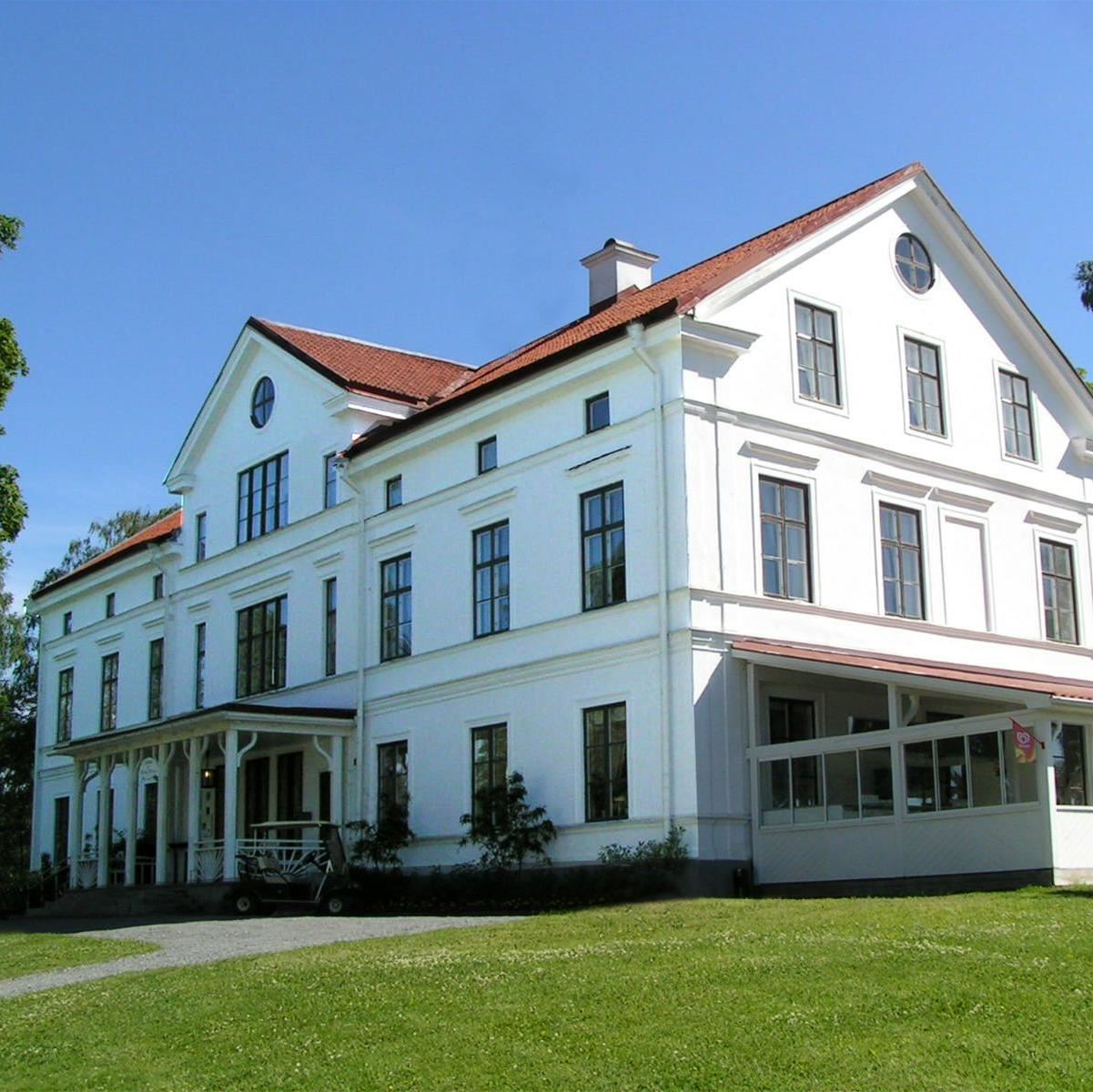 Hussborg Manor Home- The Restaurant