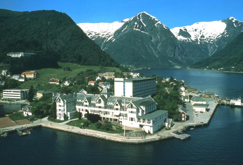 © Kvikne´s  hotel, Kviknes Hotel